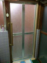 浴室ドアを折戸に交換